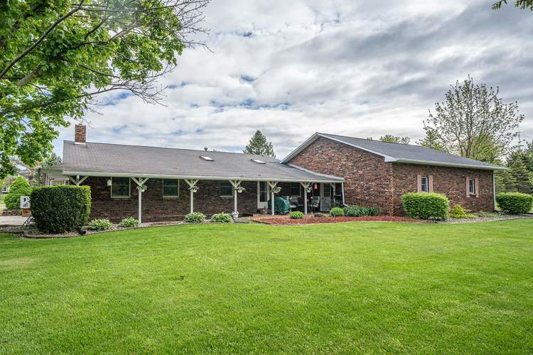 2348 E Old Road 30 Warsaw IN 46582   MLS 202018713   photo 2