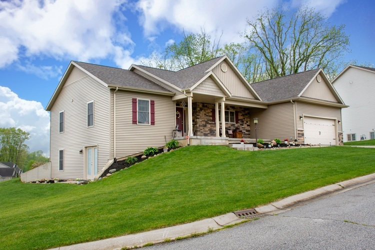 25728 Rolling Hills Drive South Bend IN 46628 | MLS 202018769 | photo 2