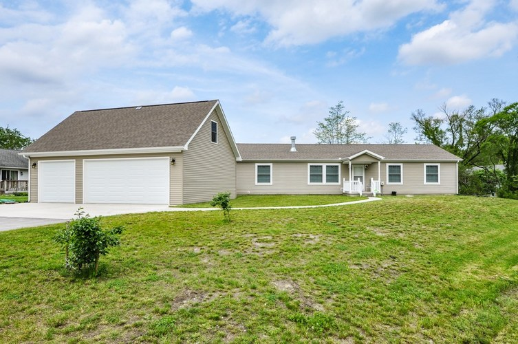 11094 N Quiet Water Circle Monticello IN 47960 | MLS 202018878 | photo 1