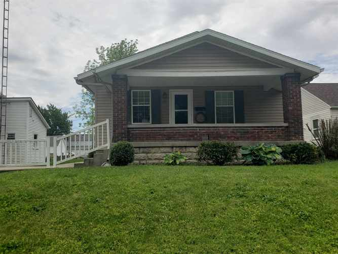 413 W North Street Winchester IN 47394   MLS 202019059   photo 1