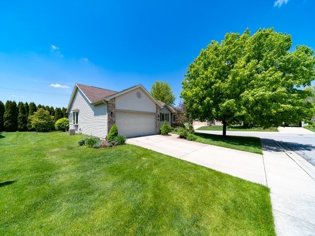 52551 Bayview Drive South Bend IN 46635 | MLS 202019931 | photo 2
