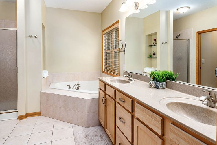 22163 White Spruce Court South Bend IN 46628-8149 | MLS 202022737 | photo 22