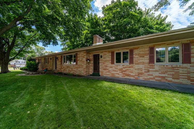 2221 Ribourde Drive South Bend IN 46628-3446 | MLS 202023963 | photo 2