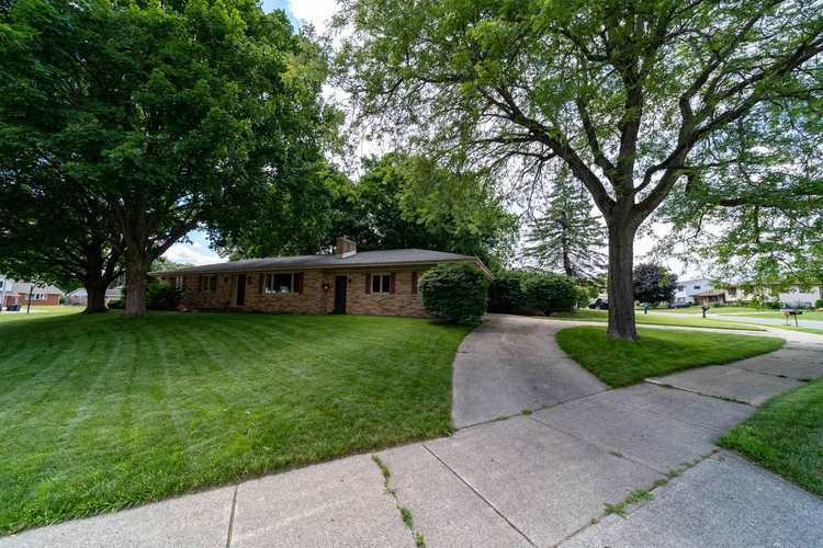 2221 Ribourde Drive South Bend IN 46628-3446 | MLS 202023963 | photo 3