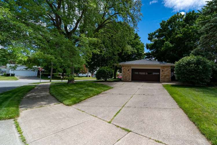 2221 Ribourde Drive South Bend IN 46628-3446 | MLS 202023963 | photo 4