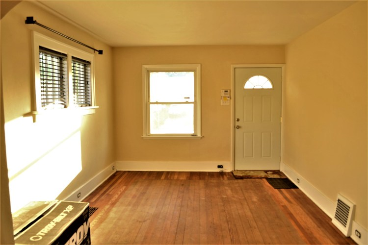 630 S 30th Street South Bend IN 46615 | MLS 202024688 | photo 2