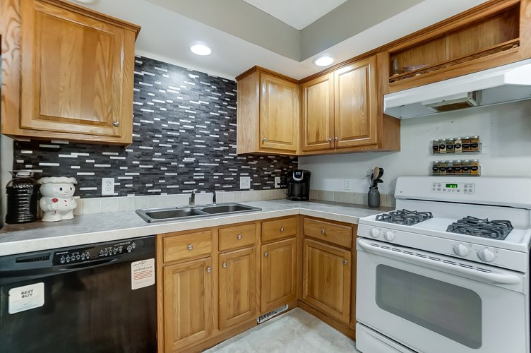 104 Booth Street Wolcottville IN 46795 | MLS 202024976 | photo 14