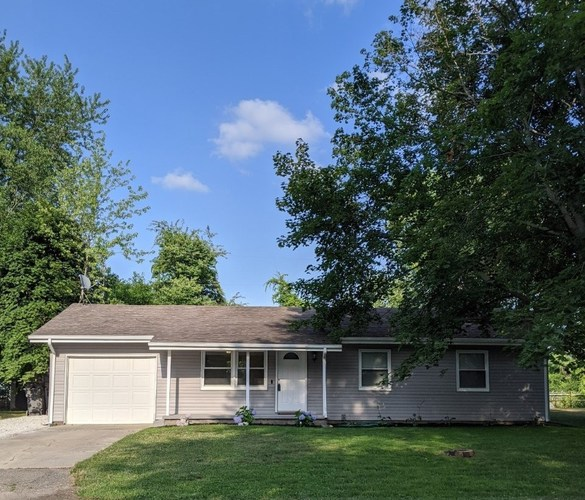 604 S Manor Drive Syracuse, IN 46567-1823 | MLS 202026526