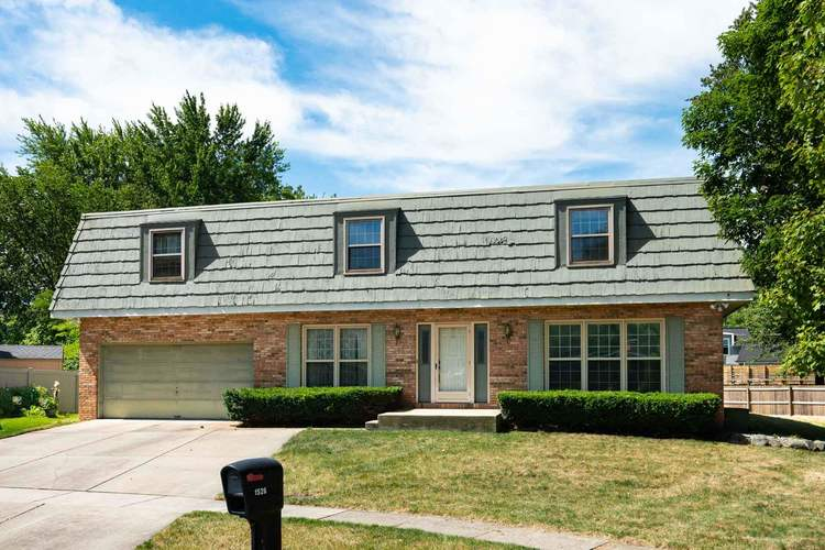 1526  Sheffield Court South Bend, IN 46614-6044   MLS 202027704