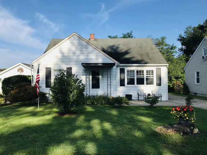 2205  Sunset Drive Jasper, IN 47546 | MLS 202029403