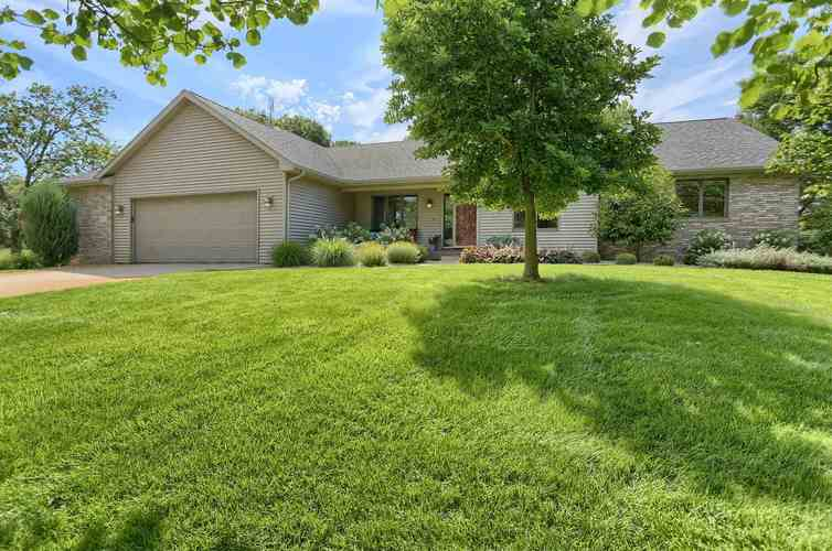 2273 S Paxton Drive Warsaw, IN 46580   MLS 202029435