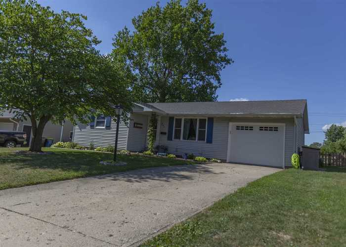 907 Carlin Place Angola IN 46703 | MLS 202029785 | photo 2