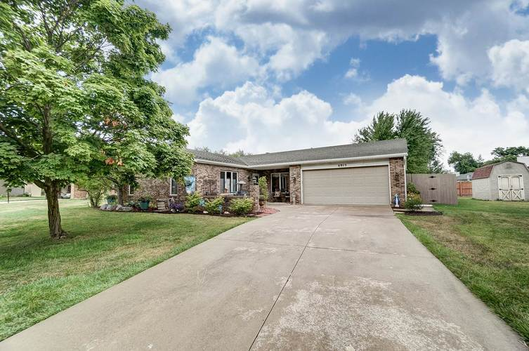 6915 Ordway Drive Fort Wayne IN 46815 | MLS 202029865 | photo 2