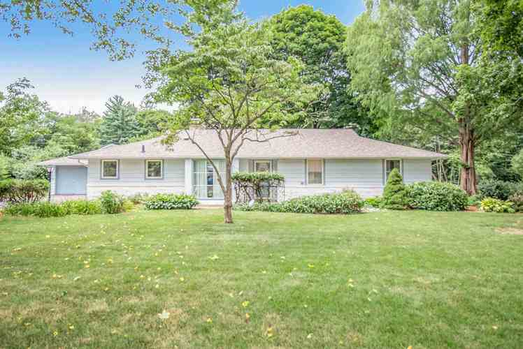 1538  Southbrook Drive South Bend, IN 46614 | MLS 202031060