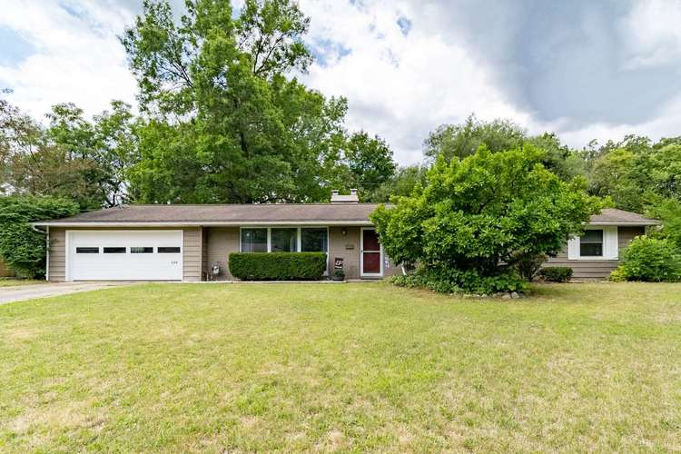 1640 E Southbrook Drive South Bend, IN 46614-1552 | MLS 202031078