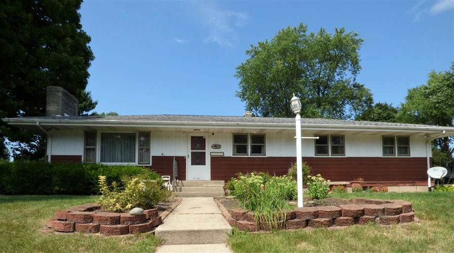 17431  Fairlane Drive South Bend, IN 46635-1361 | MLS 202031247