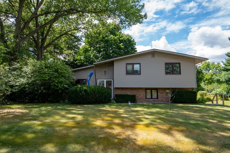 53175  Osage Drive South Bend, IN 46637-4516 | MLS 202031466
