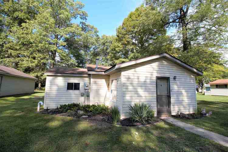 2592 S Lakeside Drive Albion, IN 46701 | MLS 202031934