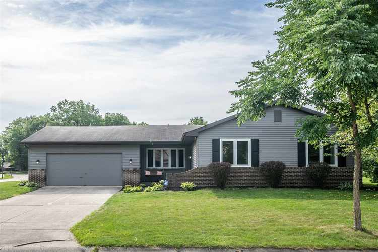9027  Village Grove Drive Fort Wayne, IN 46804 | MLS 202033226
