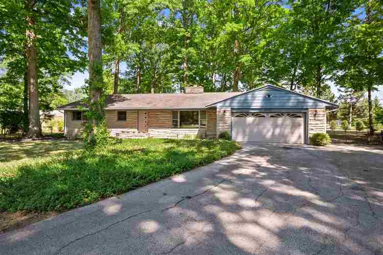 6853  WOODCREST Drive Fort Wayne, IN 46815 | MLS 202035071