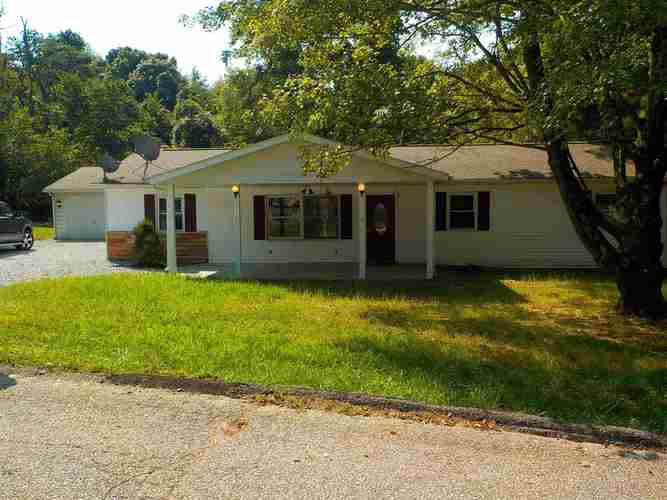 50  South Acres Drive Mitchell, IN 47446 | MLS 202036205