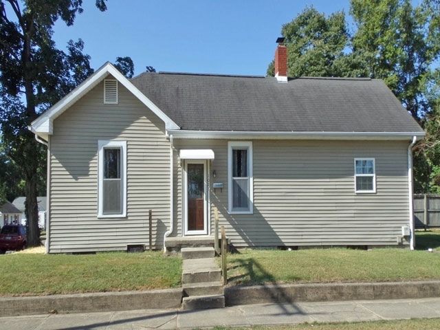 1027  College Avenue Vincennes, IN 47591 | MLS 202038116
