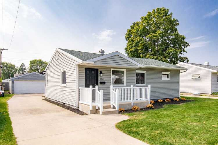 1213  Pyle Avenue South Bend, IN 46615-3558   MLS 202038408