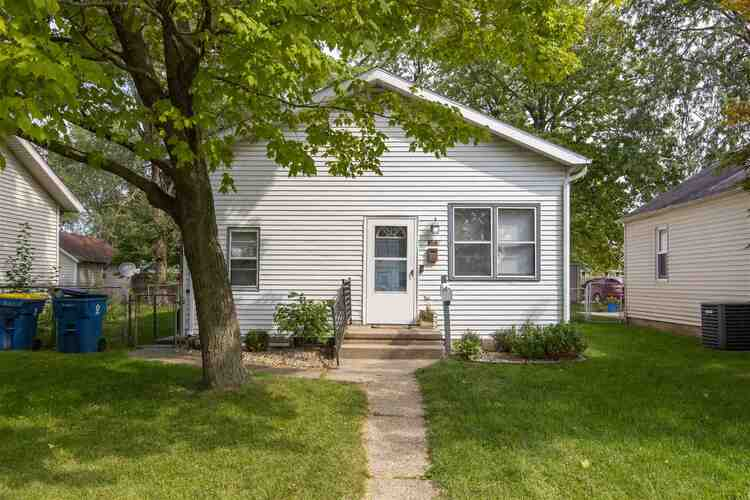 522  Hendricks Street Mishawaka, IN 46544-1654 | MLS 202039021