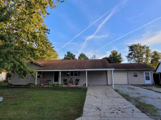 1731 E Cardinal Drive Albany, IN 47320-1420 | MLS 202040232