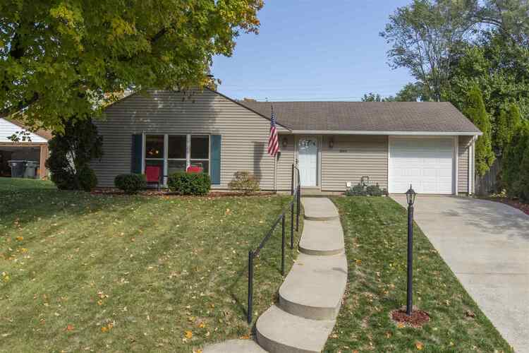 2804  Southridge Drive South Bend, IN 46614-1540   MLS 202041436
