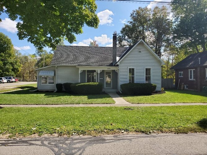 201 S Sycamore Street North Manchester, IN 46962   MLS 202042042