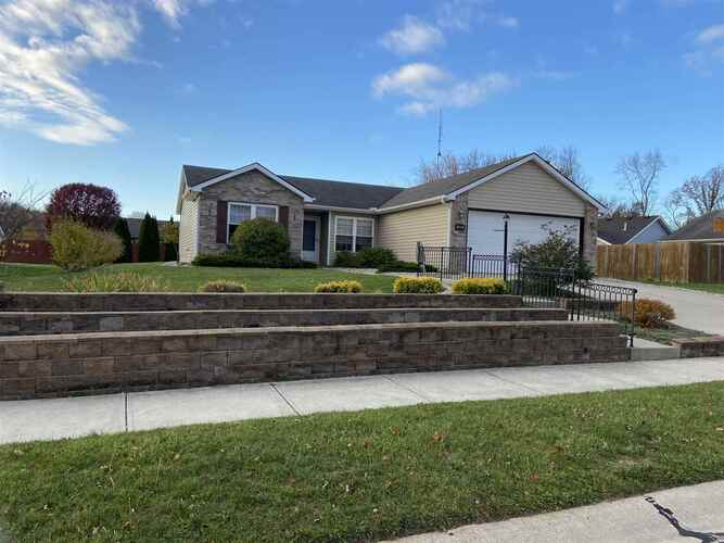 2023  Granny Smith Place Kendallville, IN 46755 | MLS 202043902