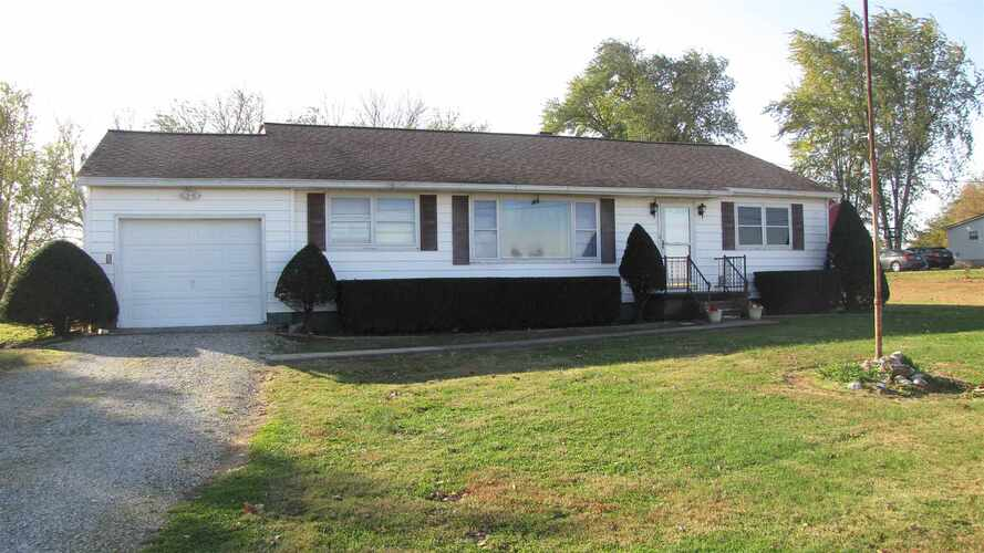 5639 E State Road 64 Road Francisco, IN 47649 | MLS 202044101