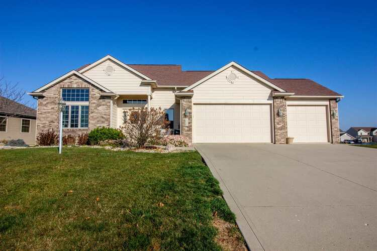 15208  Firethorne Path Fort Wayne, IN 46814-8819 | MLS 202045161
