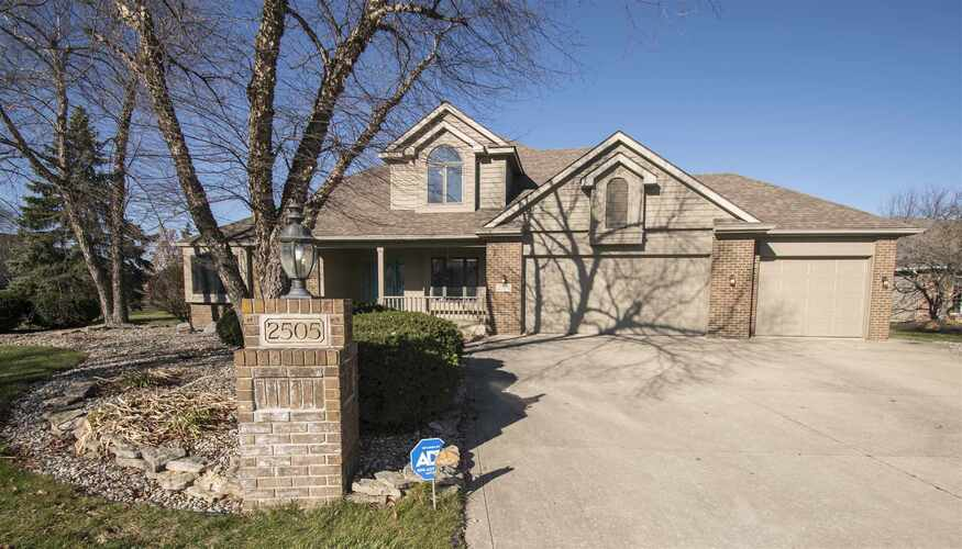 2505  Barry Knoll Way Fort Wayne, IN 46845 | MLS 202047321
