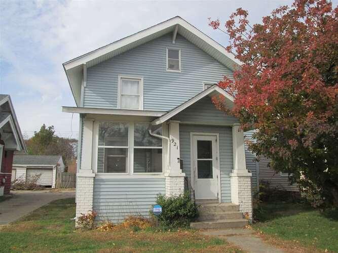 921  Diamond Avenue South Bend, IN 46628-2765   MLS 202048394