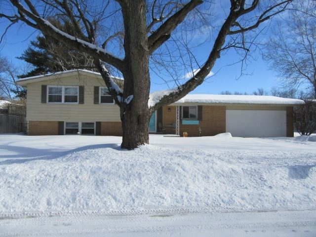 1738  Canterbury Drive Elkhart, IN 46514 | MLS 202104902
