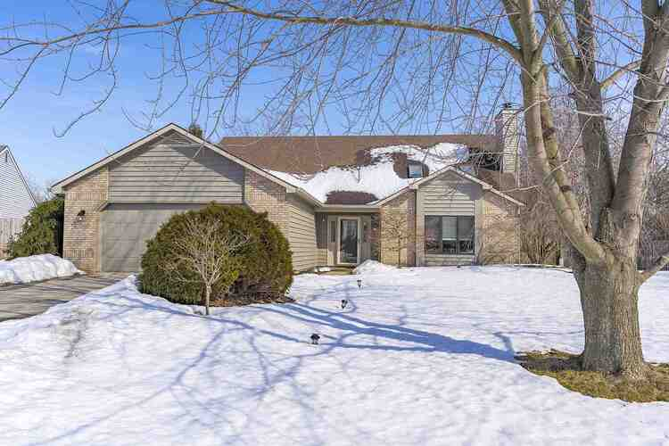 10208  Clarks Passage Fort Wayne, IN 46825 | MLS 202106008