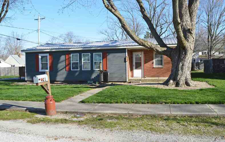421 E Second Street Fairmount, IN 46928-1715 | MLS 202110761