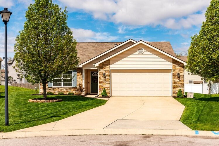 12219  Yellow Finch Cove Fort Wayne, IN 46845-8746 | MLS 202116190