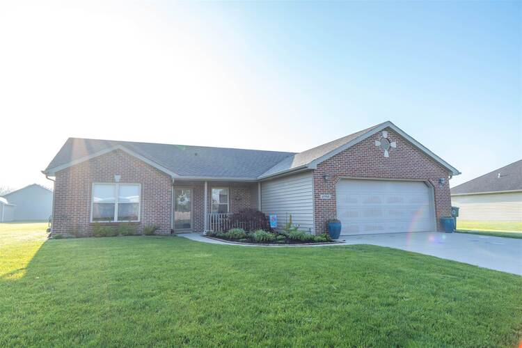 6704 N Island Way Muncie, IN 47304 | MLS 202116343