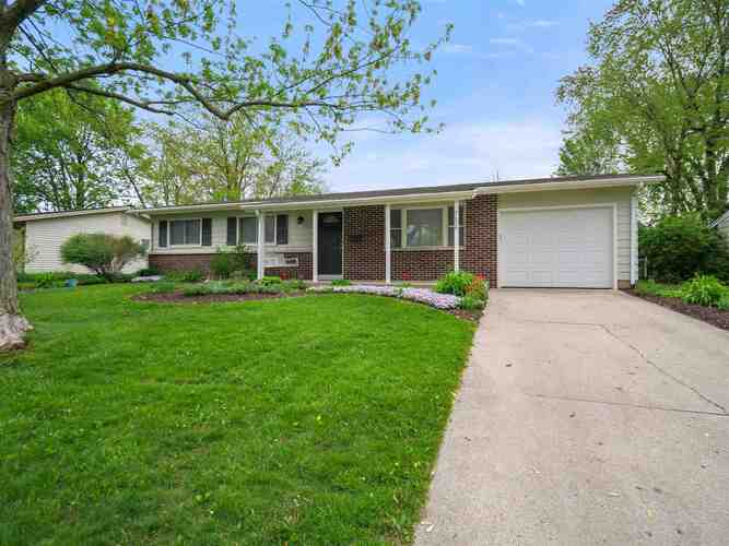 2628  Bolton Drive Fort Wayne, IN 46805-3104 | MLS 202116418