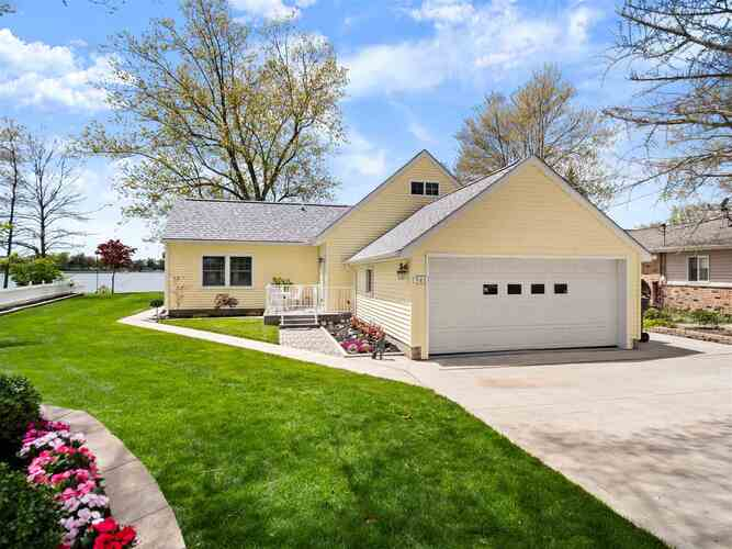 543 E Lake View Road Syracuse, IN 46567 | MLS 202117208