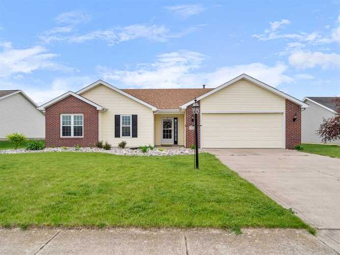 3611  Charger Court Fort Wayne, IN 46818-8959 | MLS 202118549