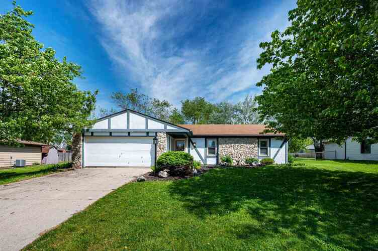 1910  Lima Valley Drive Fort Wayne, IN 46818 | MLS 202118759
