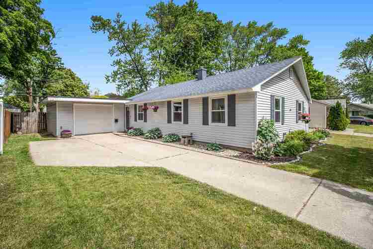 521  Chamberlin Drive South Bend, IN 46615-3215 | MLS 202119354