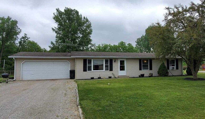 2634 E Robby Drive Warsaw, IN 46580 | MLS 202120578