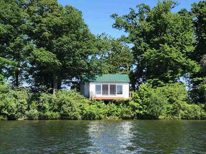 2  Middle Island  Rochester, IN 46975   MLS 202122082