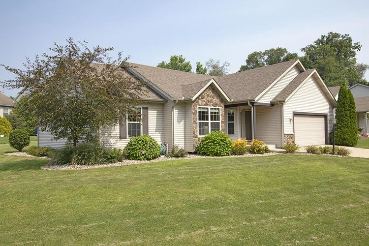 53197  Grassy Knoll Drive South Bend, IN 46628-9145 | MLS 202130762