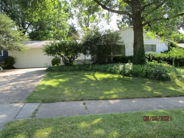 3026  Woodmont Drive South Bend, IN 46614-2247 | MLS 202132154